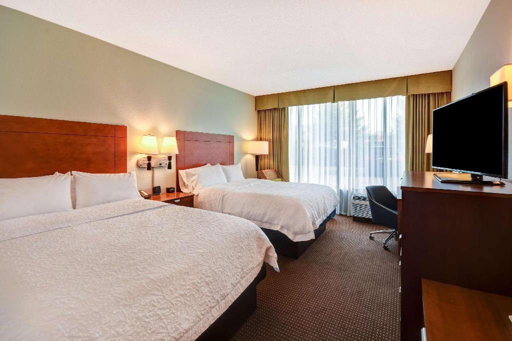 2 Queen Beds Non-Smoking - Guestroom Hampton Inn Chicago-Gurnee Hotel