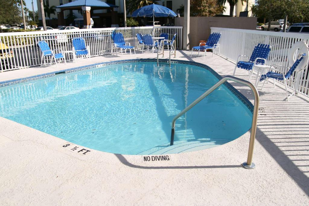Hampton Inn Tampa Rocky Point Airport Hotel In Tampa Fl Room Deals Photos Reviews