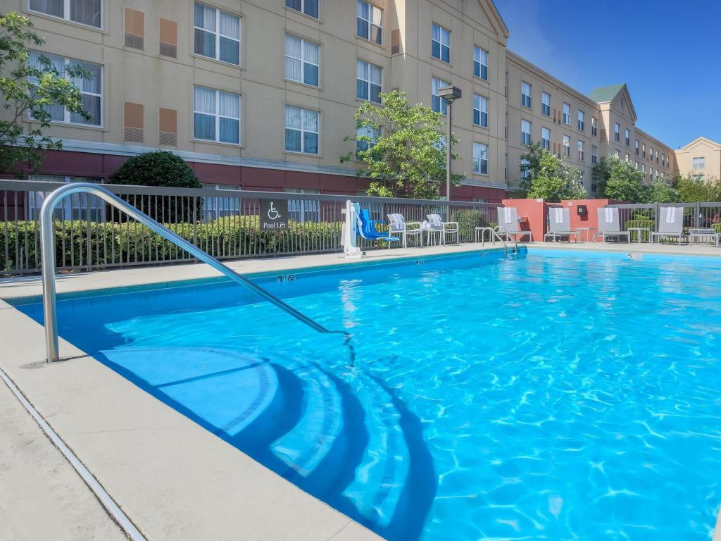 Piscina externa Homewood Suites By Hilton Memphis Hacks Cross