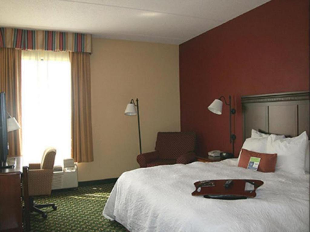 1 King Mobility Hearing Accessible with Tub Non-Smoking Hampton Inn Louisville Northeast