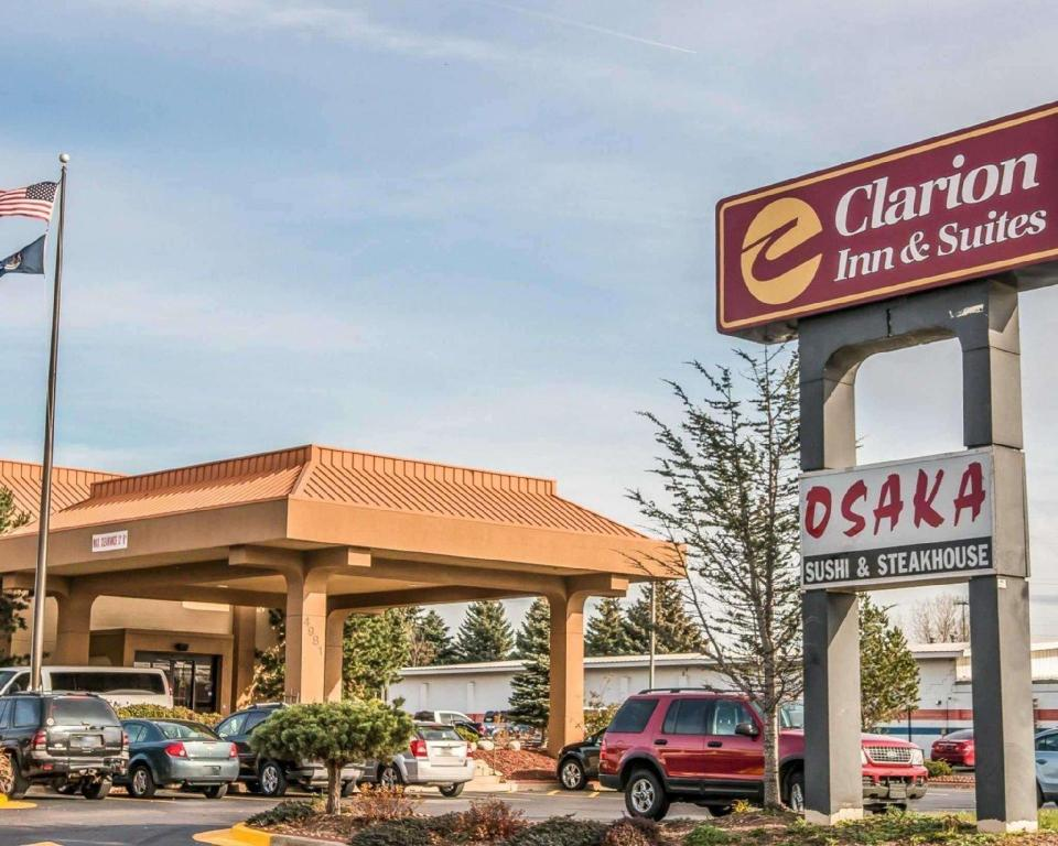 Clarion Inn and Suites Airport Grand Rapids