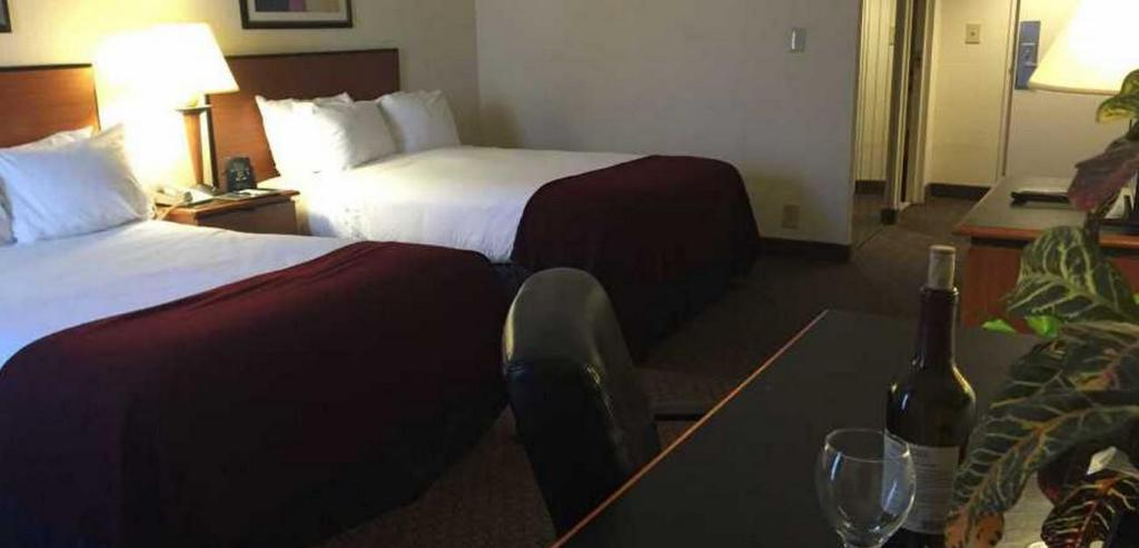 2 Double Bed Room - Bed The Richmond Airport Hotel