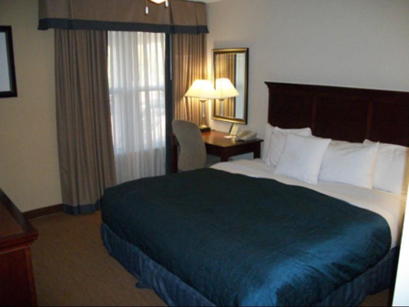 Suite with Double Bed and Bathtub - Accessible, Non-Smoking (1 Double Accessible Bath Tub Suite Non-Smoking)