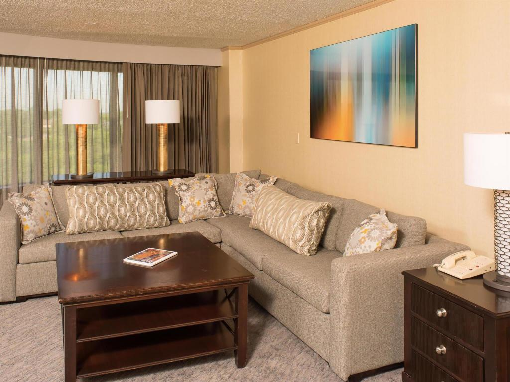 Doubletree Hotel Tulsa at Warren Place in Tulsa (OK) - Room Deals ...