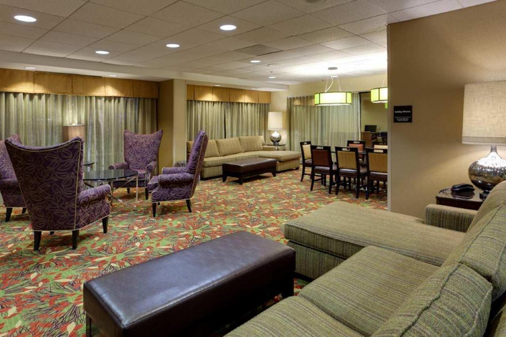 Lobi Hampton Inn & Suites Alexandria Old Town Area South
