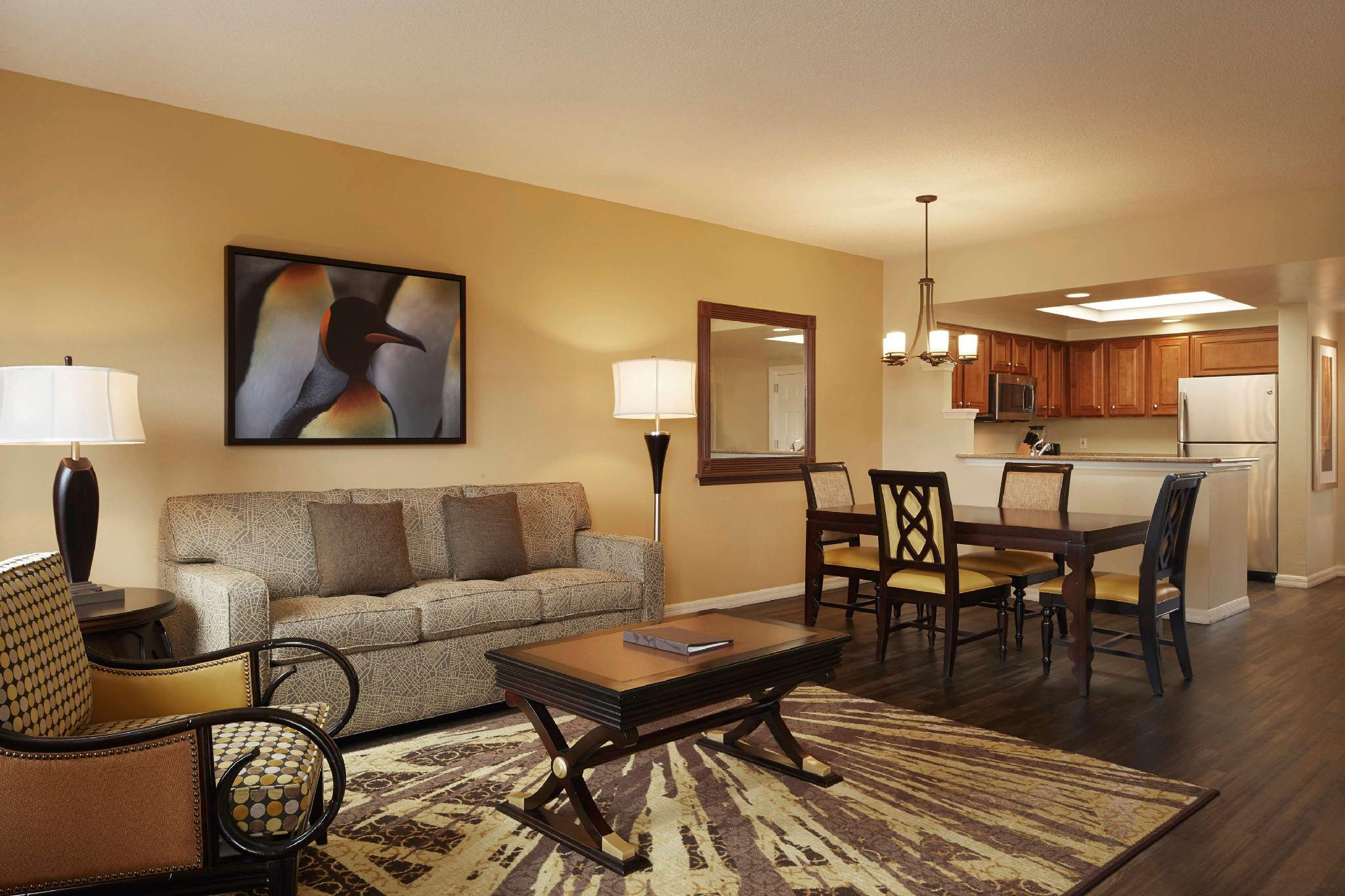 1 Bedroom King Suite W/ Sofabed Hearing Accessible