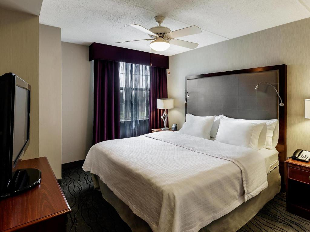 King Suite - Non-Smoking Homewood Suites by Hilton Buffalo-Airport