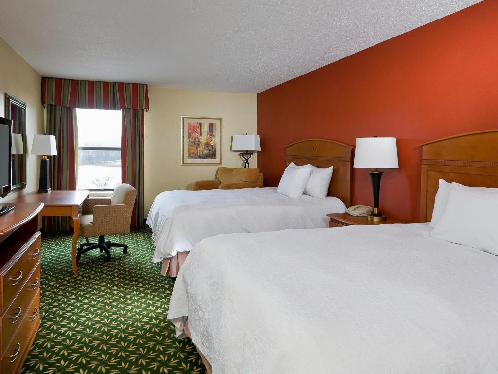 2 Queen Beds Non-Smoking - Guestroom Hampton Inn Akron Fairlawn
