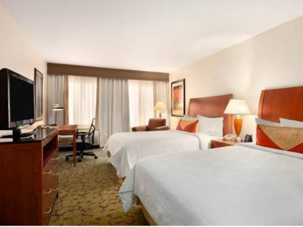 Queen with 2 Queen Beds - Guestroom Hilton Garden Inn Scottsdale North Perimeter Center