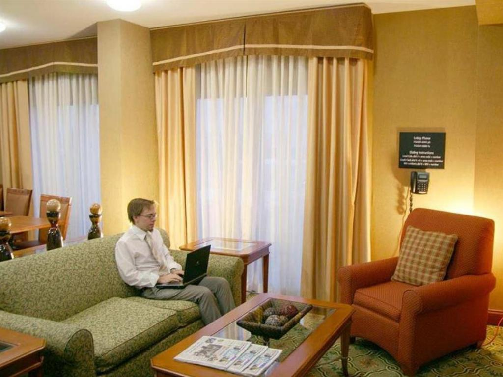 Lobi Hampton Inn Houston Hobby Airport Hotel