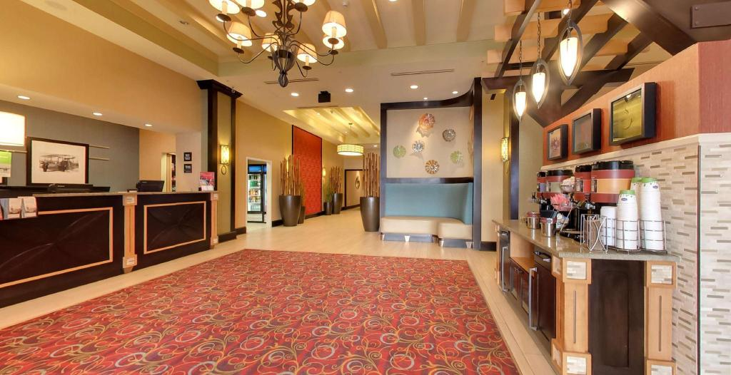 Lobi Hampton Inn & Suites St. Petersburg Downtown Hotel