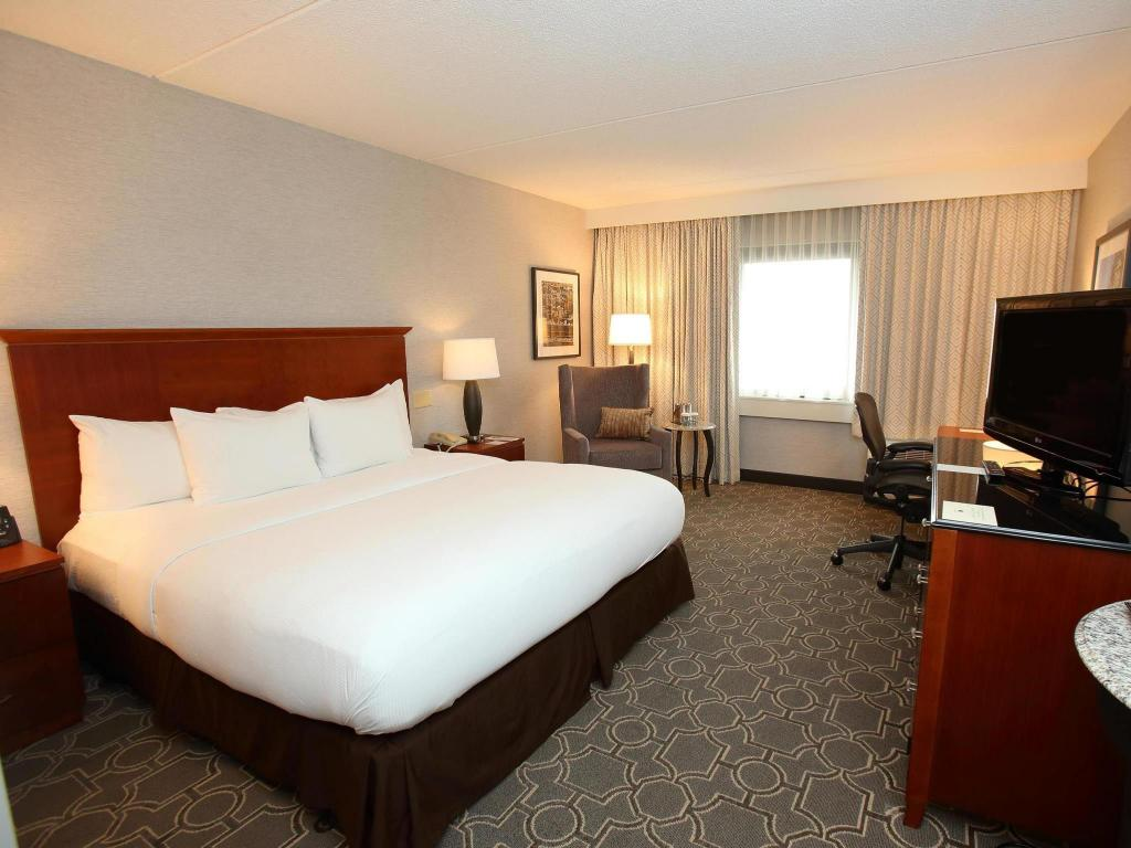 1 King Bed Non-Smoking - Guestroom DoubleTree by Hilton Boston  Westborough