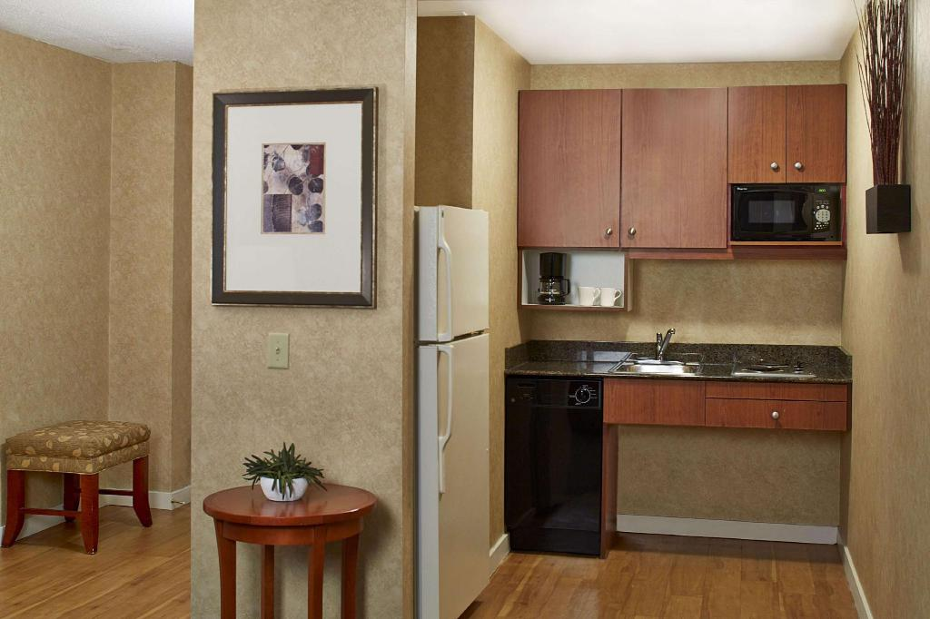 1 King or 2 Double Accessible Roll in Shower Non-Smoking - Guestroom Homewood Suites By Hilton Chicago Lincolnshire Hotel
