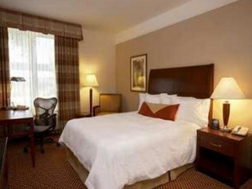 Room with King Bed and Roll-In Shower - Accessible - Bilik tetamu Hilton Garden Inn Arcadia Pasadena Area