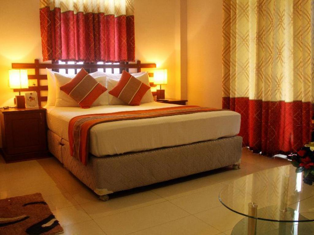 Deluxe Single Room - Bed The Hotel Romano- Negombo