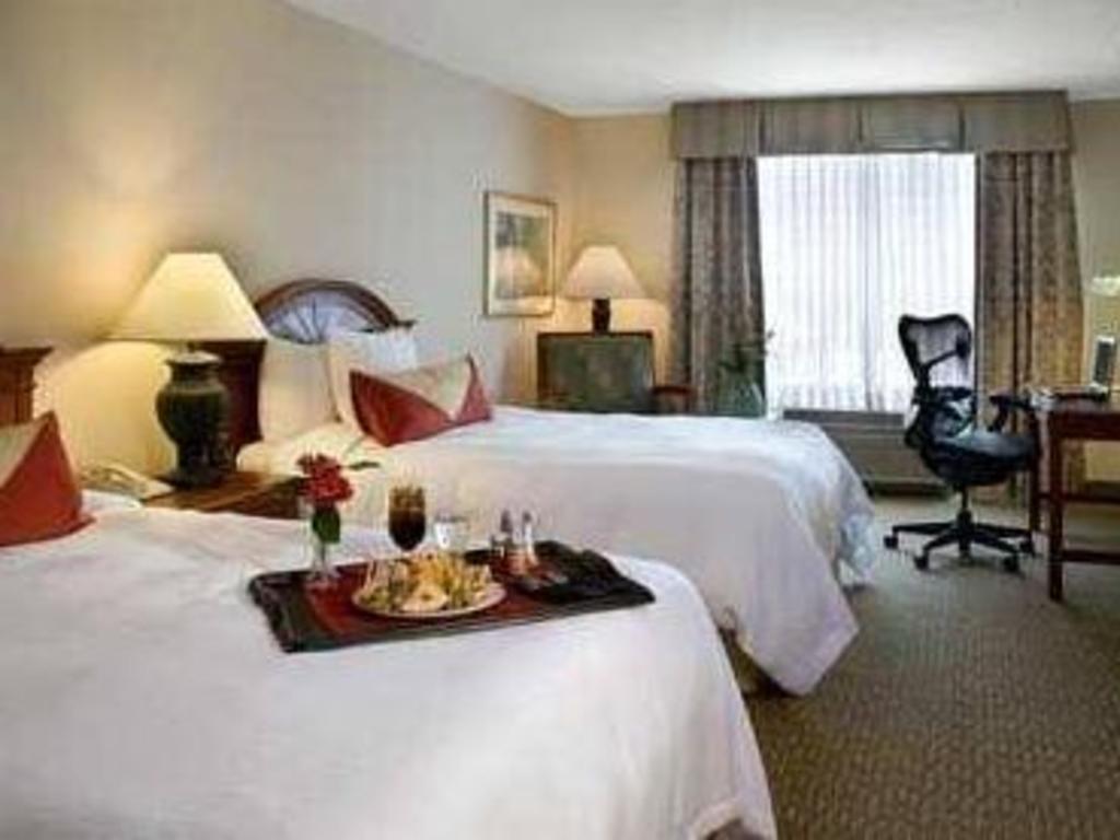 2 double beds non smoking bed hilton garden inn chicago north shore evanston - Hilton Garden Inn Evanston