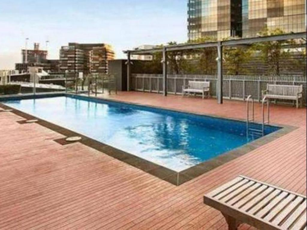 Best price on melbourne holiday apartments mccrae in melbourne reviews for Swimming pools melbourne prices