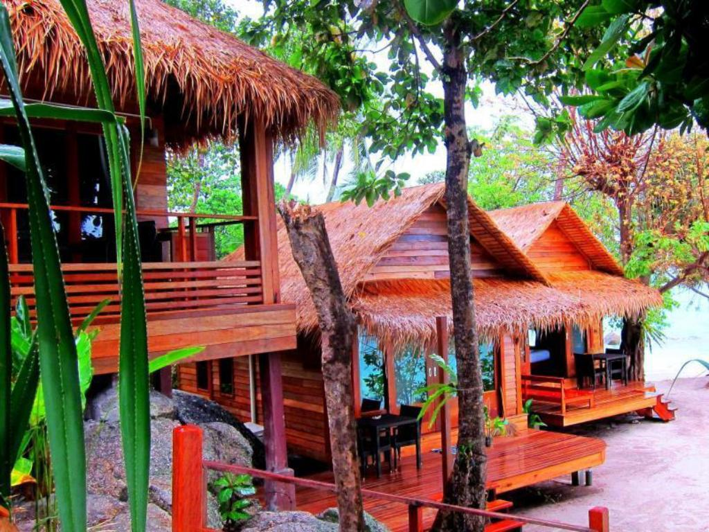 Beach Front - Exterior view Ten Moons Lipe Resort