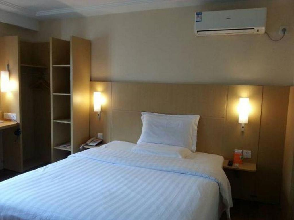 Queen Room - pouze pro místní obyvatele 7 Days Inn Shanghai Baoshan Road Subway Station Branch