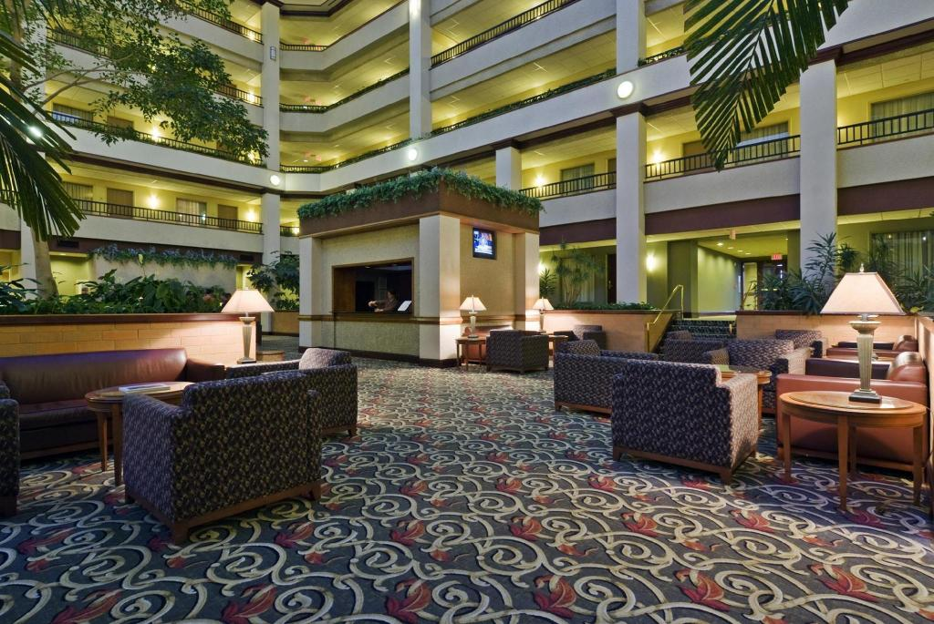 Lobi Embassy Suites Hotel Lexington