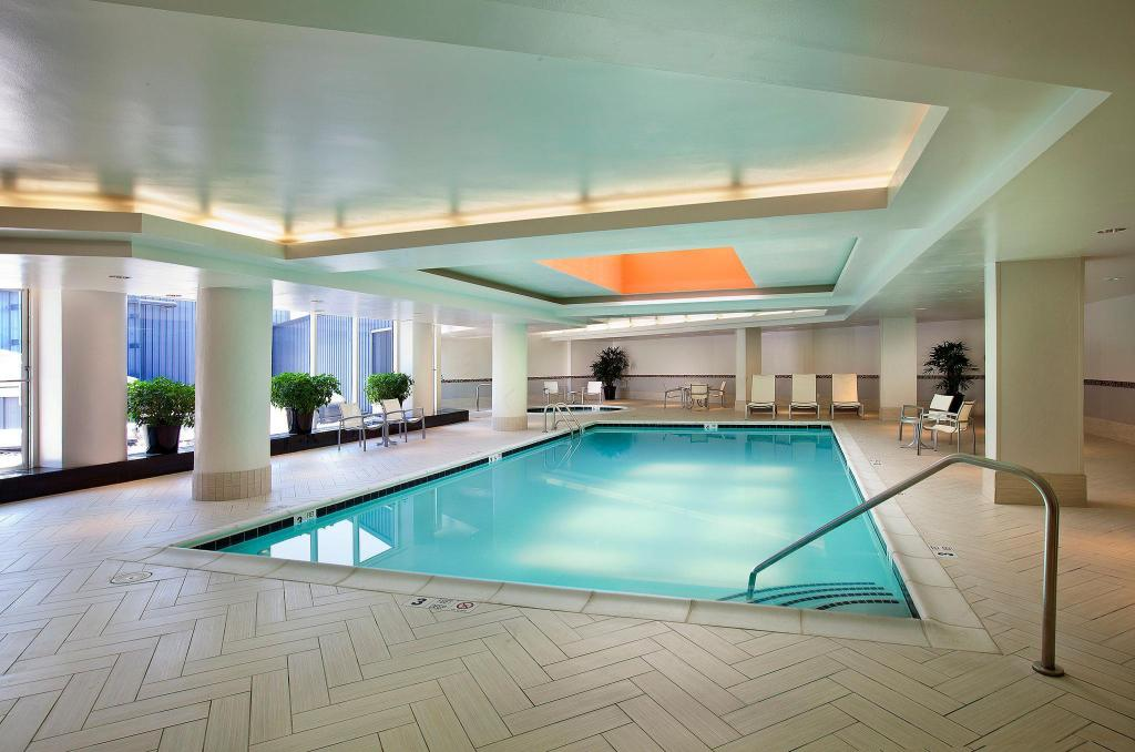 Piscina Embassy Suites Chevy Chase Pavilion