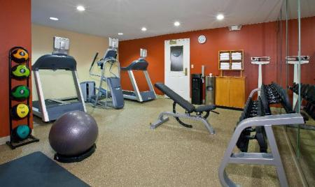 Fitnesa centrs Homewood Suites By Hilton Kansas City Airport