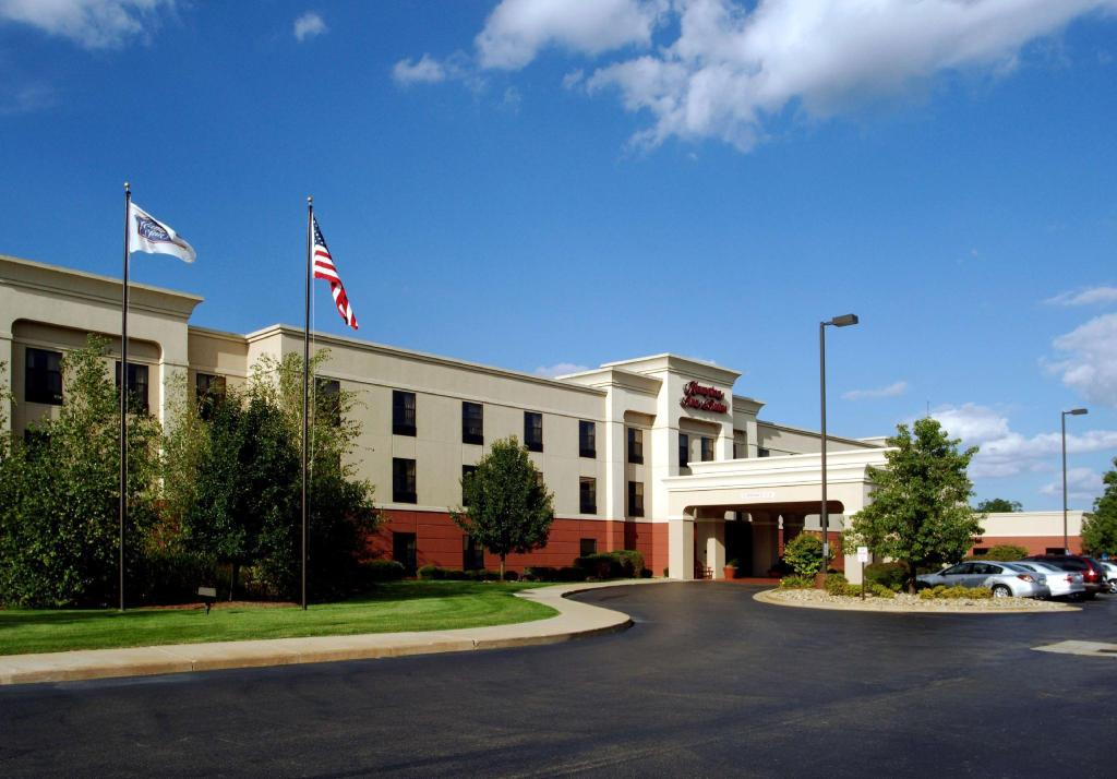 More about Hampton Inn & Suites Kalamazoo-Oshtemo