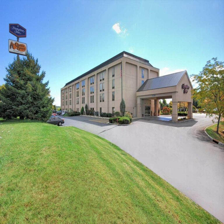 Hampton Inn Clinton Hotel