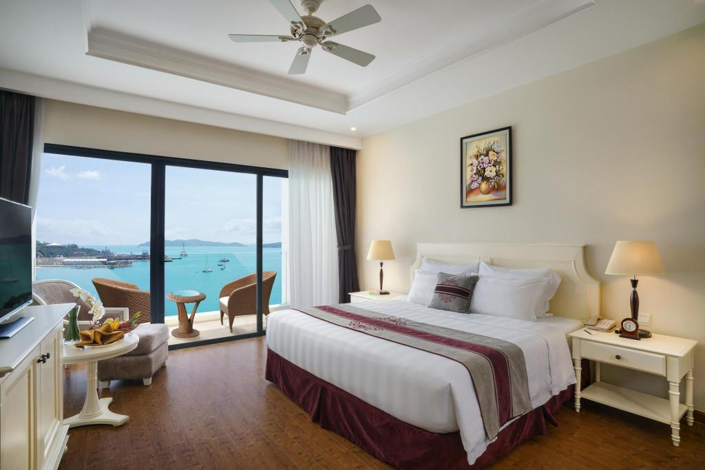 Deluxe Double Ocean View - Bed Vinpearl Resort & Spa Nha Trang Bay