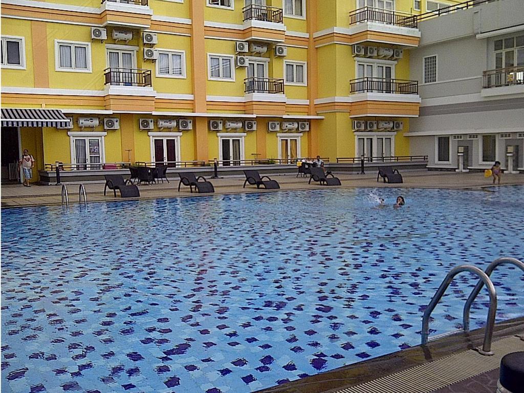 Hotel Di Manado Booking Anda Via Griya Sintesa Kolam Renang Luar Ruangan