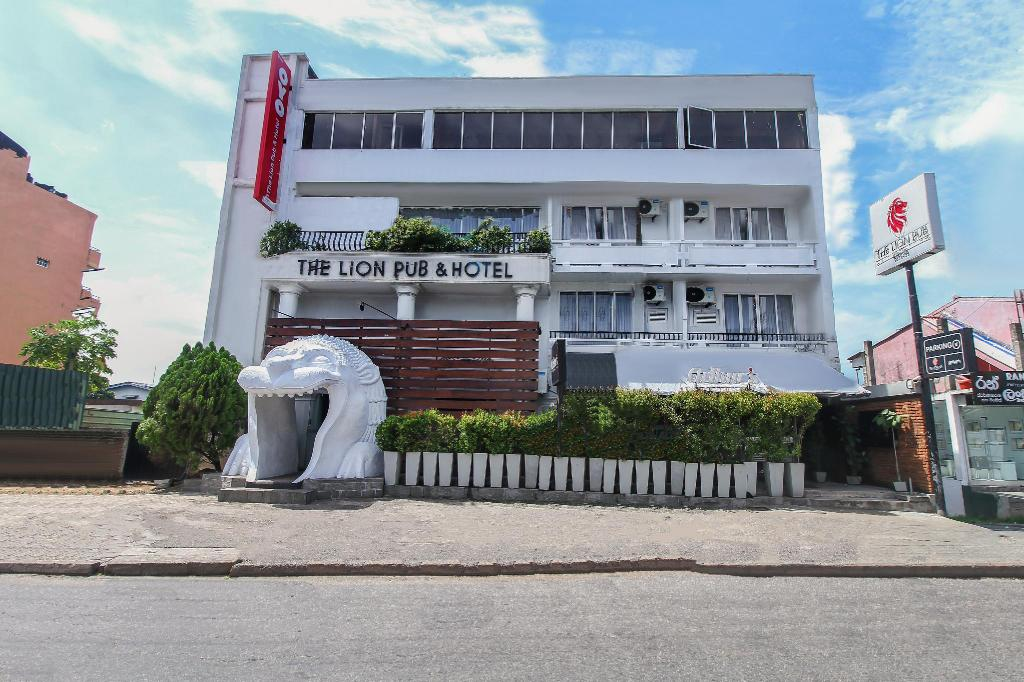 OYO 233 The Lion Pub & Hotel in Colombo - Room Deals, Photos ...