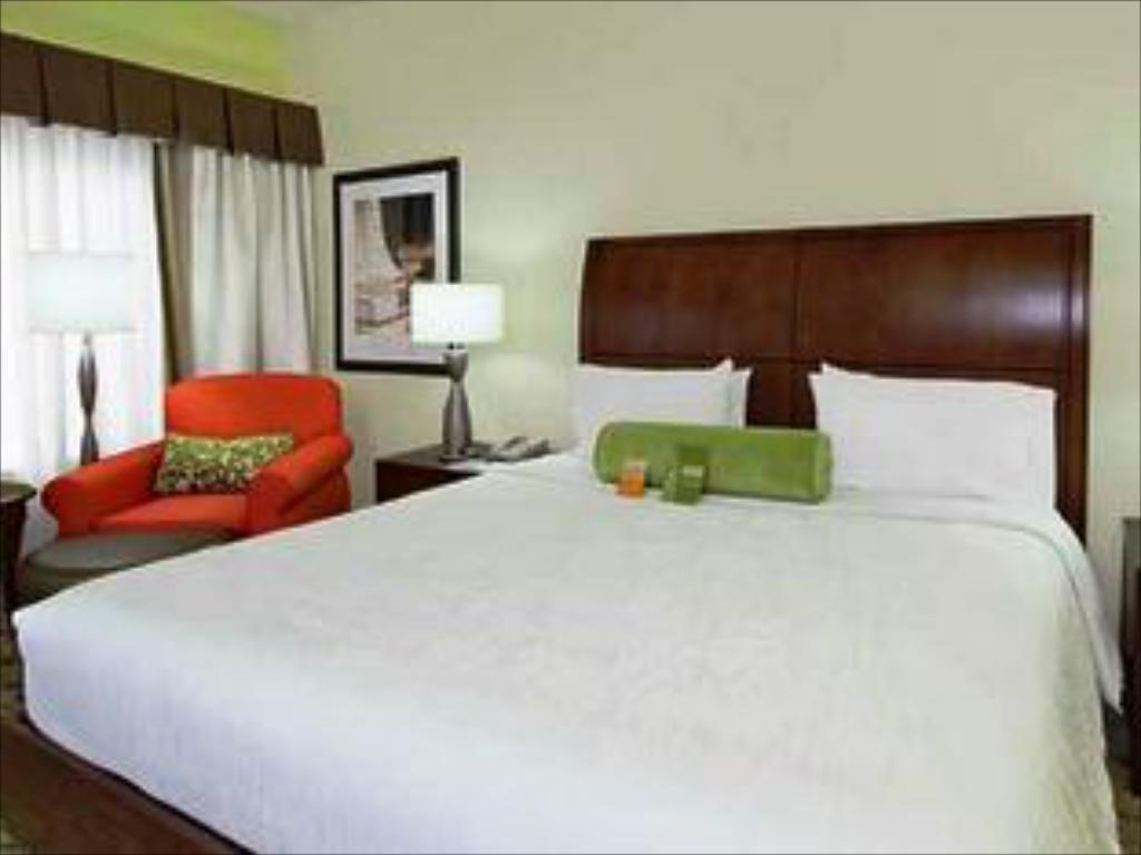 1 King Bed Non-Smoking - Bed Hilton Garden Inn Calabasas Hotel