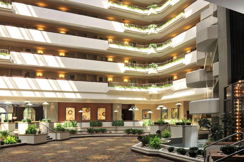 Interior view Embassy Suites Hotel Des Moines-On The River