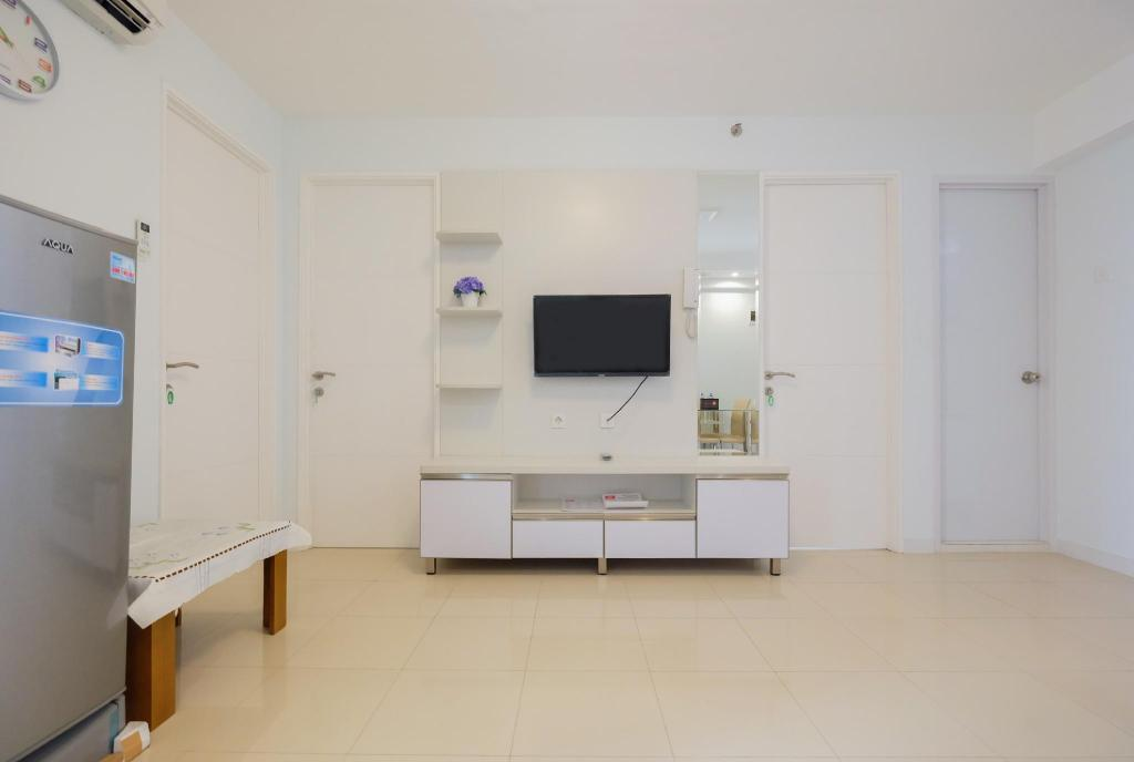 Simply Furnish 3BR Bassura Apartment By Travelio