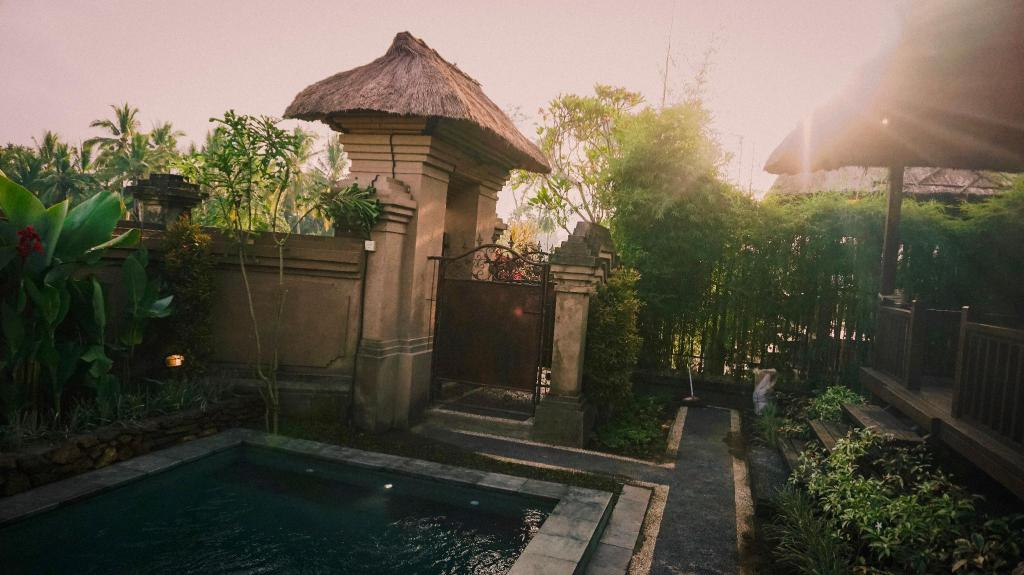 Wooden House private Pool