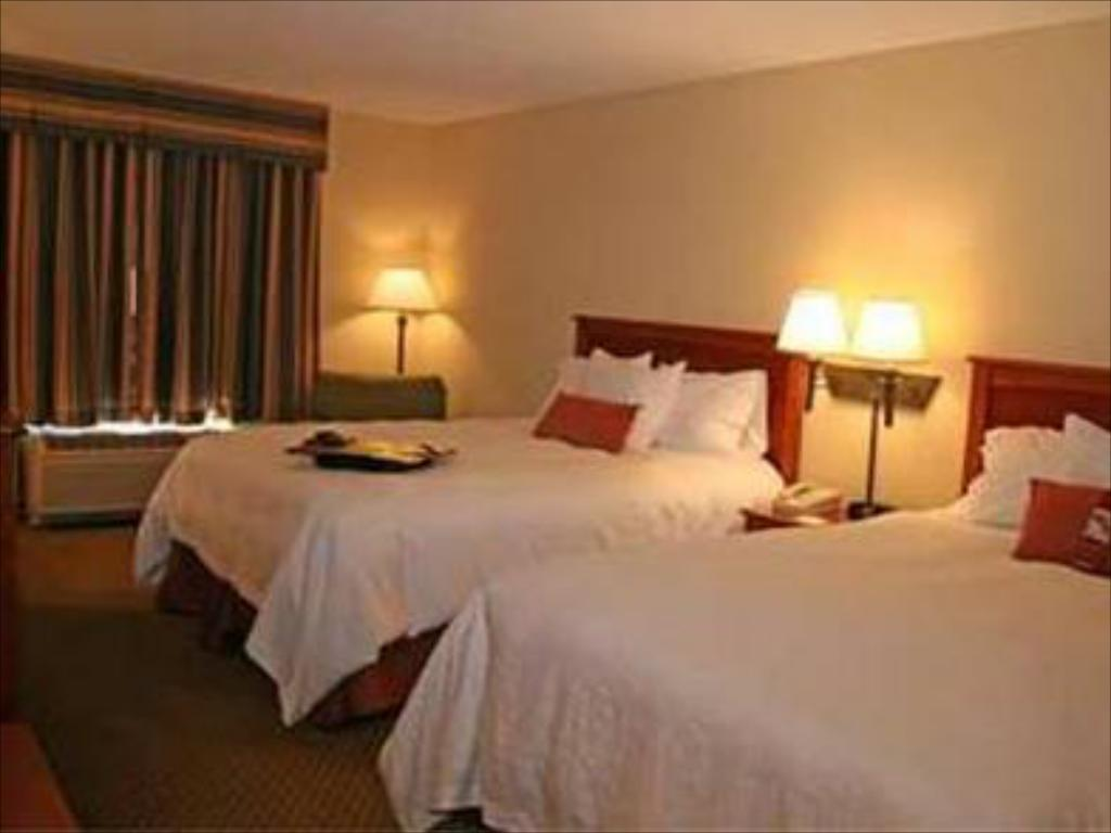 2 Queen Beds Non Smoking Bed Hampton Inn Mchenry Il Hotel