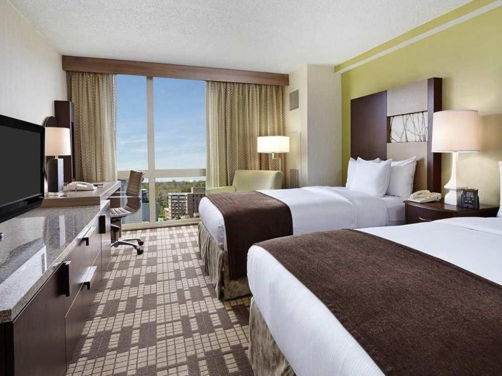 2 Double Beds Non Smoking Guestroom Doubletree By Hilton Washington Dc Silver Spring Md