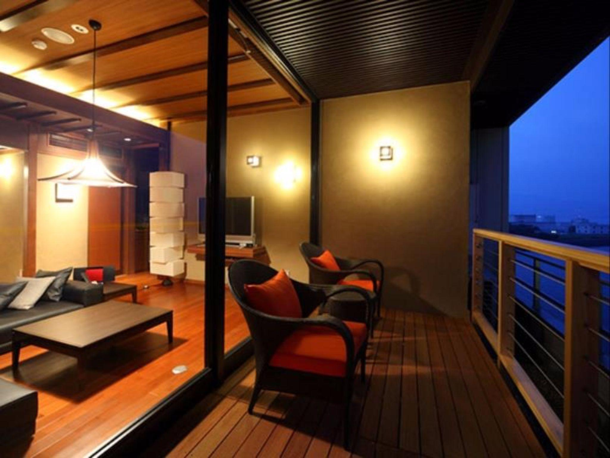 Luxury Suite with Tatami Area and Open-Air Bath