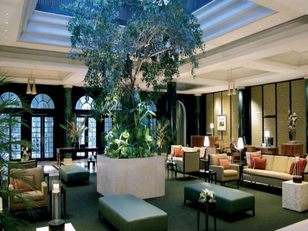 Lobby Taj West End Hotel