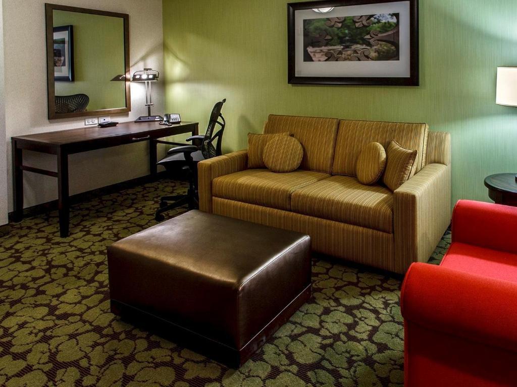 Hilton Garden Inn Staten Island Hotel in New York (NY) - Room Deals ...