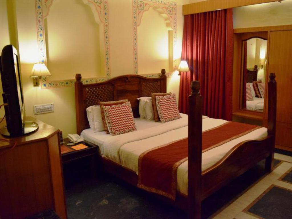 Executive - Bed Fort Chandragupt Hotel