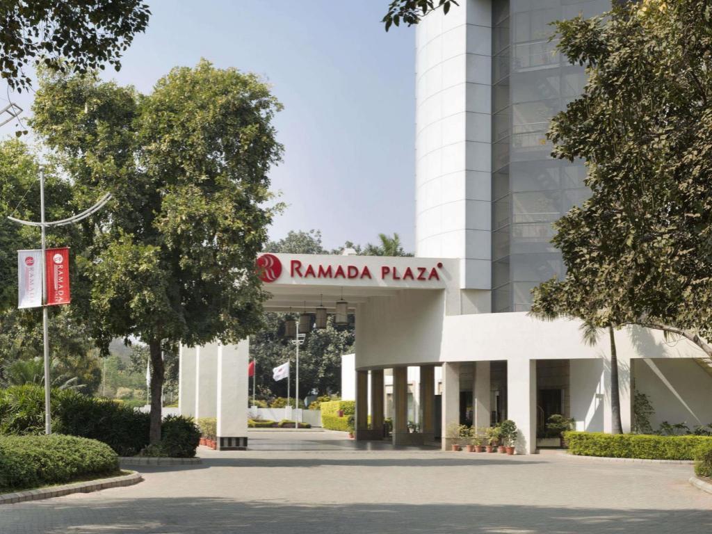 Best Price on Ramada Plaza JHV Hotel in Varanasi + Reviews!