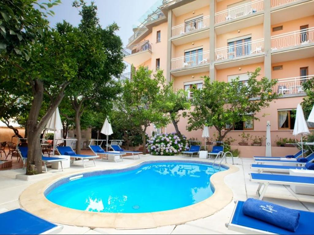Hotel regina in sorrento room deals photos reviews - Hotel in sorrento italy with swimming pool ...