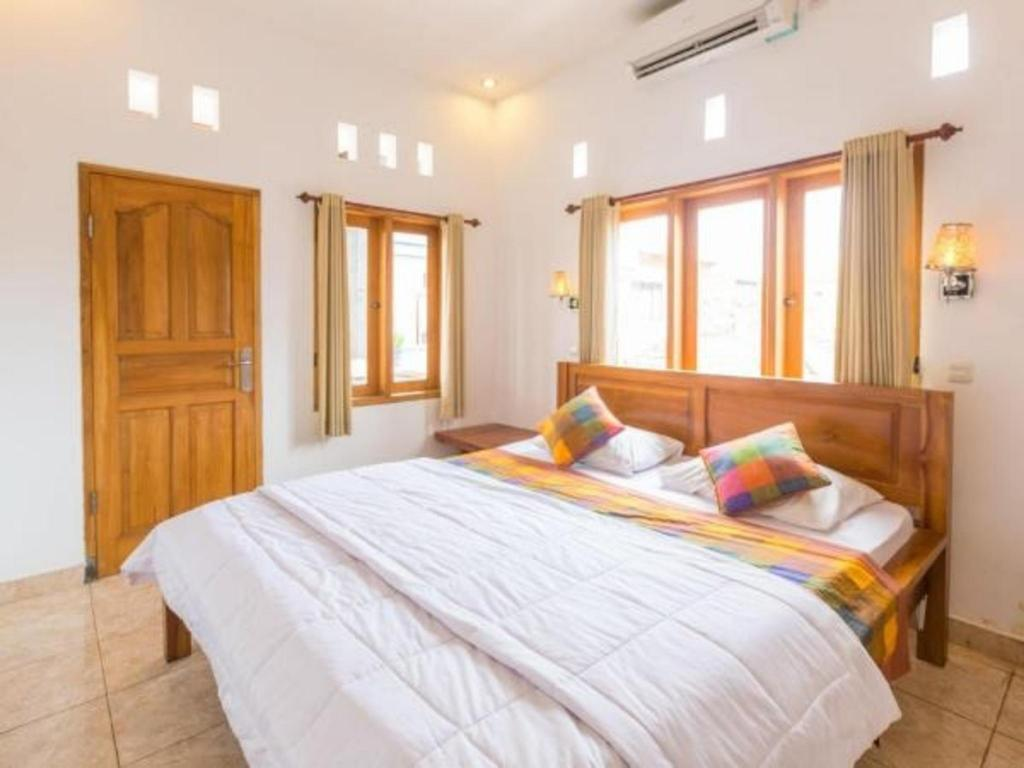 Standard Double with Fan - Bathroom Suarsena House Bungalows