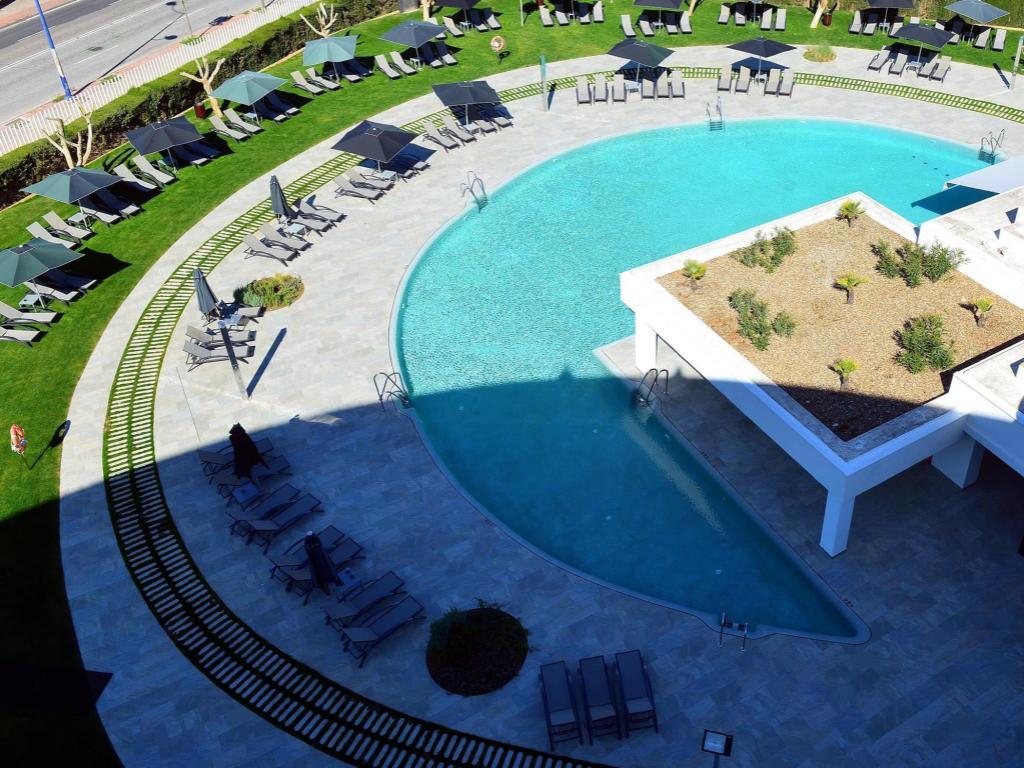 Best price on barcelo sevilla renacimiento in seville - Swimming pool seville ...