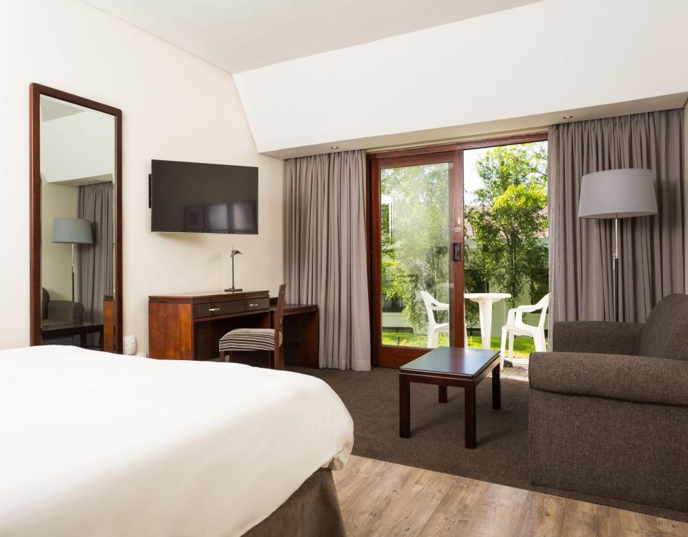 Standard Double Room NH Cape Town The Lord Charles