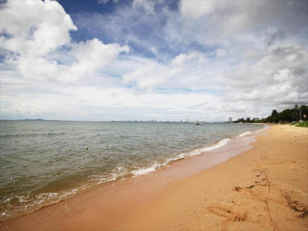bang saray beach chonb - 1000×666