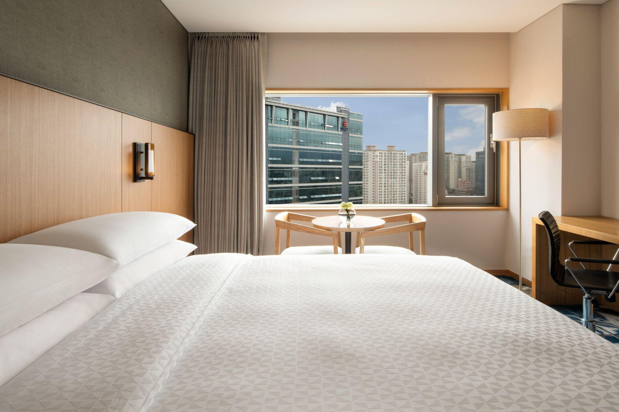 Premium, Guest room, 1 King, City view