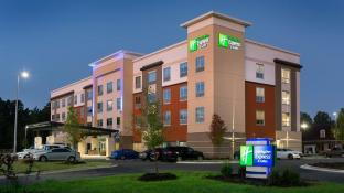 Holiday Inn Express And Suites Fayetteville South