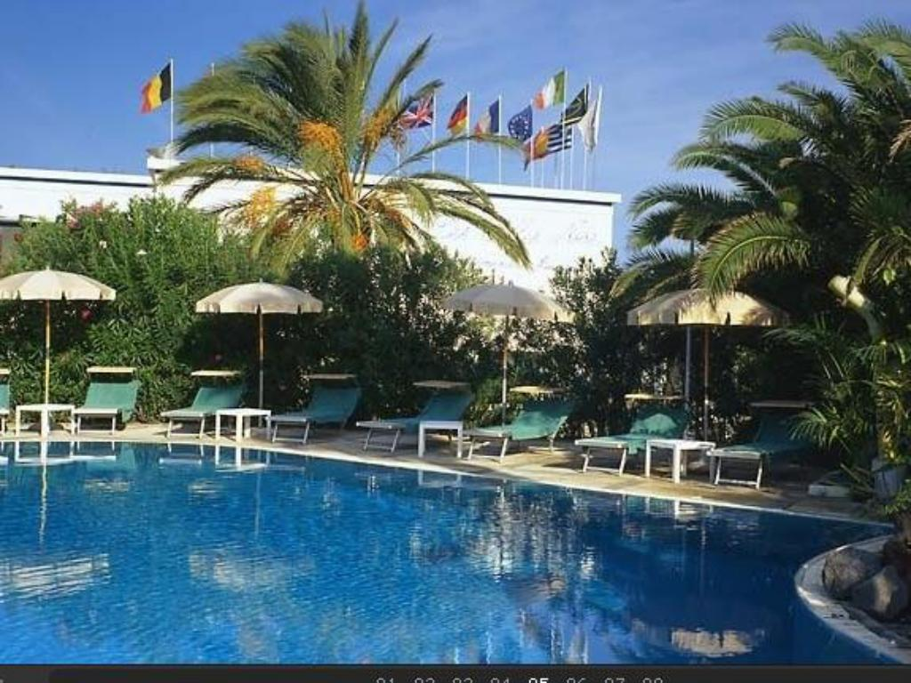 Swimming pool Hotel Les Sables Noirs